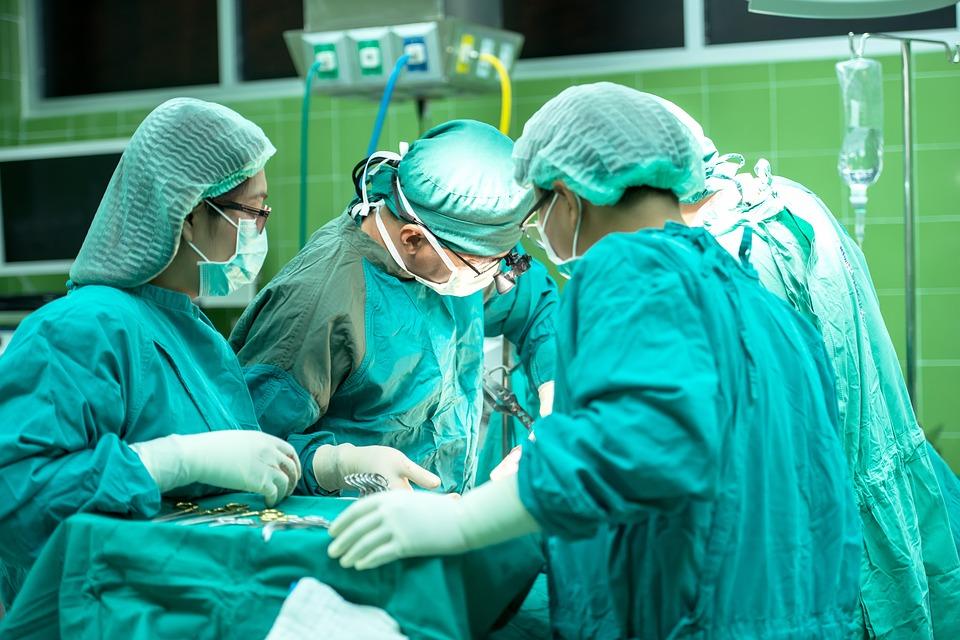 Operacja chirurgiczna w toku
